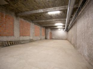 Open parkeerplaats P3 in afgesloten garage, voorzien van geautomatiseerde poort.