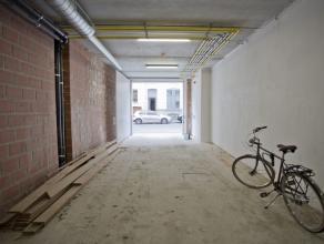 LAATSTE PLAATS !!! Open staanplaats in afgesloten garage. Toegankelijke via geautomatiseerde poort.