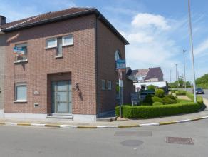 Voor bezoek bel 054/69.39.31 - Nabij het centrum van Ninove bevindt zich deze instapklare ruime HOB, scholen en winkels bevinden zich stapvoets. De op