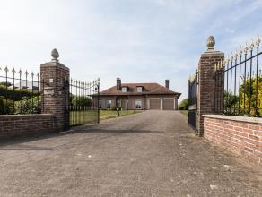 Voor bezoek bel 054/69.39.31 - Goed onderhouden landhuis! In Appelterre -Eichem (Ninove) bevindt zich deze goed onderhouden gelijkvloerse woning op ee