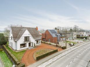 Voor een bezoek of meer informatie bel 054/69.39.31 - Op een uitstekende locatie in Haaltert bevindt zich deze robuuste, charmante villa op een percee