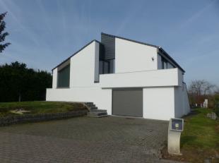 Voor een bezoek of meer info bel 054/69.39.31 - Op een landelijke locatie in Zandbergen bevindt zich deze charmante villa op een perceel van 10 a 92 c