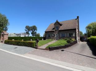 Voor een bezoek of meer info bel 054/69.39.34 - Op een rustige landelijke ligging in Nederhasselt bevindt zich deze fermette op een perceel van 11 a 0