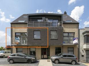 Voor een bezoek of meer info bel 054/69.39.34 - Op een strategische, rustige ligging bevindt zich dit ruime appartement. Het gebouw omvat 7 appartemen