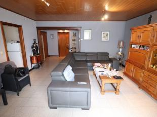 Voor een bezoek of meer info bel 054/69.39.36 <br /> In het centrum van Ninove bevindt zich dit interessante twee slaapkamer appartement. Scholen, win