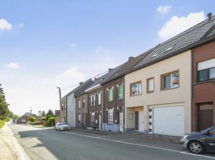 Voor een bezoek of meer info 054/69.39.35 - In een rustige straat te Onkerzele (Geraardsbergen) bevindt zich Uitzonderlijke woning op een perceel van
