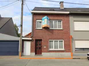 Voor een bezoek of meer info bel 054/69.39.34 - Aan de stadsrand van Ninove bevindt zich deze instapklare woning. Scholen, openbaar vervoer en winkels