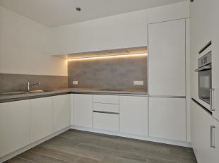 Voor meer informatie of een bezoek bel 054/69.39.31 - <br /> Dit gelijkvloers nieuwbouwappartement is gelegen nabij het centrum van Ninove. Winkels, s