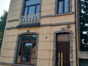Saint-Servais : Maison actuellement divisée en 5 unités composée comme suit : 2 appartements loués au rez-de-chauss&eacute