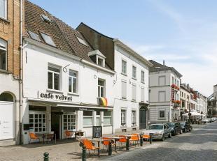 Zeer recent gerenoveerde koffiezaak, ideaal gelegen in het bruisende hart van Brussel.<br /> Over te nemen handelsfonds met volledig ingerichte en uit