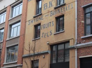 Karaktervolle loft van om en beide 110 m2 in hartje Brussel, gelegen in de Kaaienwijk, op wandelafstand van het Kanal-Centre Pompidou in een straat wa
