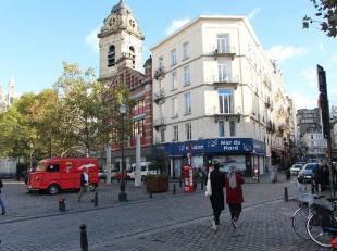 Centre-ville, situé à la Place Saint-Cathérine.<br /> Appartement modern avec 2 chambres.<br /> Il se compose: nouvelle cuisine o