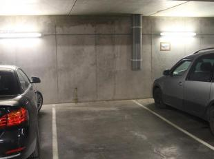 Parkeerplaats gelegen op wandelafstand van het Sint-Katelijnebuurt en Dansaertwijk.<br /> Gebouw met aparte ingang en lift.<br /> Vrij vanaf 01/02