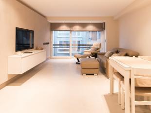 Hoogwaardig renovatie appartement vlak aan de zeedijk. Dit appartement situeert zich op het tweede verdiep in de standingvolle residentie Atalanta. He