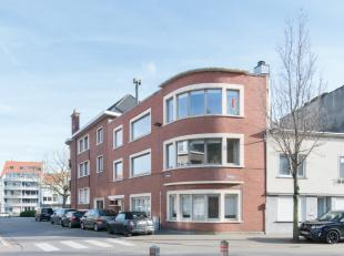 Deze gezellige hoekwoning in de Professor Macleodstraat te Oostende heeft veel potentieel door zijn indeling en oppervlakte. Langs de inkomhal komt me