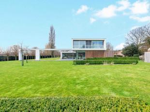 Deze magnifieke villa werd in 2012 gebouwd naar een concept van architect Birger Willaert. Hierbij werd gebruikt gemaakt van de meest kwaliteitsvolle
