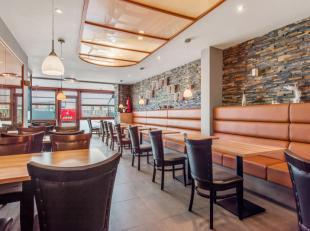 Dit volledig ingericht en uitgerust restaurant met terras kijkt frontaal op de kaai. De professionele keuken met koelcel bevindt zich in de kelder. Ee