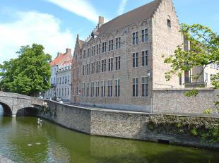 """Het appartement is gelegen in de residentie """"Villa Medici"""" en dit pal in het centrum van Brugge. Met zijn 3 slaapkamers en 2 badkamers is dit de ideal"""