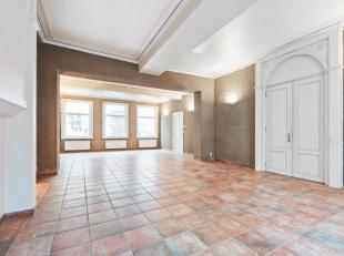 Deze prachtige herenwoning is ideaal voor de ambitieuze ondernemer. De gelijkvloerse verdieping kan perfect omgevormd worden tot een klassevol etablis