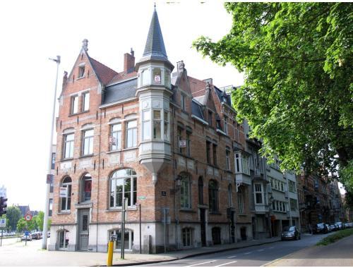 Handelspand met woonst te huur in Brugge, € 2.700