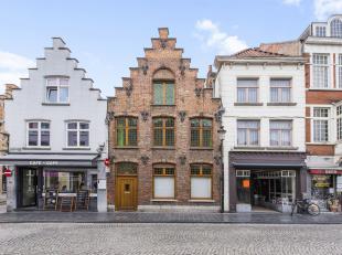 Deze magnifieke burgerwoning (173 m2) is gelegen op een strategische en uiterst bijzondere ligging in het centrum van Brugge, genaamd de Gouden Drieho