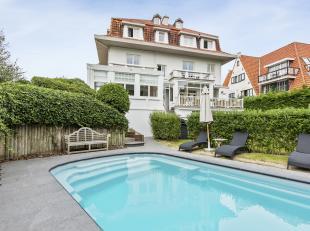 Deze exceptionele villa is gelegen in de Belle Epoque villawijk De Concessie in de aangename badstad De Haan en is gebouwd in 1929. Met zijn architect
