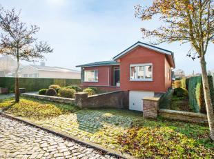 Deze open bebouwing werd gebouwd in 1967 en is gelegen in een aangename, residentiële wijk op een zonnig perceel van 959 m². Deze te renover