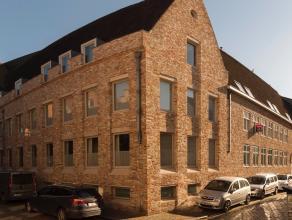 Dit zonnig appartement is gelegen in het hartje van Brugge, dichtbij de Brugse Reien. Het appartement met prachtig zicht over Brugge geniet op de 1ste
