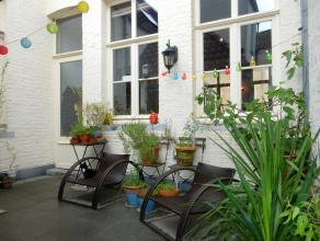 Dit prachtig appartement is gelegen op één van de meest unieke en mooiste locaties te Brugge. Gelegen midden in hartje Brugge dus op wan