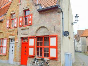 Deze uiterst gezellige stadswoning is gelegen in de Peperstraat, een rustige zijweg van de Langestraat, op wandelafstand van alle voorzieningen, horec
