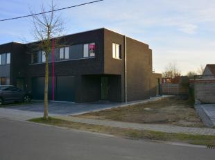 Gelegen in het levendige Oudenburg, op een steenworp van het centrum en alle voorzieningen treffen we deze prachtige nieuwbouwwoning op 367m² aan