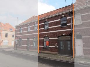 Op zoek naar een compacte rijwoning met 1 slaapkamer, op wandelafstand van het centrum? Deze woning werd net volledig gerenoveerd alsook geschilderd (