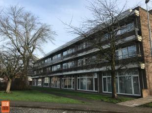 Op een boogscheut van de expressweg, centrum en station van Brugge, bevindt zich dit kantoorgebouw. Overdekte parkeerplaatsen aanwezig. Eerste verdiep