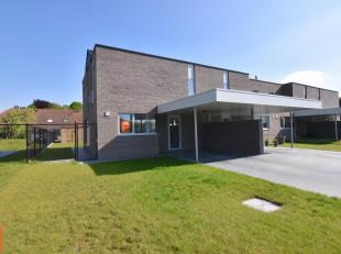 Instapklare energiezuinige woning (bj 2017) in het centrum van Beernem.<br /> Volgende woonindeling : inkomhal, gastentoilet, ruime lichtrijke living