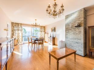 Dit op te knappen energiezuinige appartement (EPC 177 kWh/m²) is gelegen op wandelafstand van het centrum van Roeselare met uitstekende verbindin