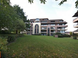 Welkom in een van de grootste en meest exclusieve appartementen van Roeselare! Dit dakappartement (4de verdieping) heeft een bewoonbare oppervlakte va