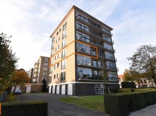 Rustig gelegen appartement met garage op een boogscheut van de expressweg, station en centrum Brugge. Open en lichtrijk !! Het appartement herbergt vo