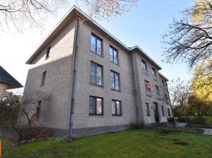 Dit ruime appartement van 130 m², is gelegen in een rustige en groene buurt in Sint-Michiels.<br /> Het appartement beschikt over een inkomhal me