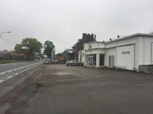 Goed gelegen baanwinkel met een bruikbare oppervlakte van 1000m² gelegen op de verbindingsbaan tussen Maastricht en Tongeren.<br /> Vrij per 01/0