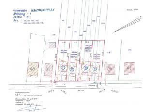 HOB bebouwing te koop in residentiële bosrijke omgeving.<br /> <br /> Frontbreedte 14,14m, Diep: 50,31m<br /> Zowel Lot 3 en 4 zijn beschikbaar.<