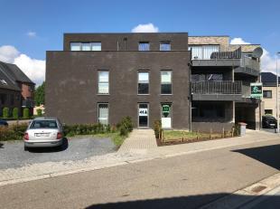 Gelijkvloers appartement van 90M² met 2 slaapkamers en tuin van 50m².<br /> <br /> Indeling: Inkomhal, open keuken, eetplaats, zithoek met g