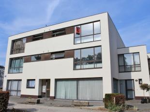 Zeer gunstig gelegen appartement met 2 slaapkamers nabij het centrum van Beverlo. Het appartement heeft een bewoonbare oppervlakte van 96 m² en b