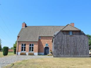 Exclusieve energiezuinige landelijke villa in typische Vincent Bruggen stijl op een perceel van maar liefst 22 A 61 CA,<br /> bestaande uit:<br /> Gel