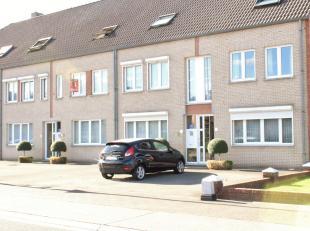 Goed gelegen duplex-appartement met 3 slaapkamers en groot terras bestaande uit:<br /> Het appartement heeft een bewoonbare oppervlakte 119 m²<br