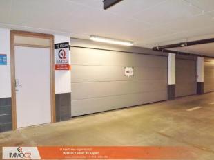"""Twee ruime afgesloten autostaanplaatsen beschikbaar in de ondergrondse parkeergarage """"De Commanderie"""". De autostaanplaatsen zijn voorzien van een auto"""