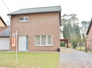 Rustig gelegen woning (HOB) in een bosrijke omgeving te Koersel. De woning is als volgt ingedeeld: inkomhall met apart toilet en een trap naar de bove