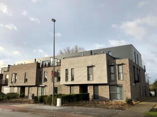 Energiezuinig en degelijk afgewerkt nieuwbouwappartement met ruim zuidgericht zonneterras in residentie Hulsterpark. De indeling is als volgt: inkomha