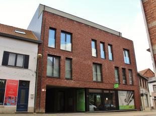 Goed gelegen en modern afgewerkt nieuwbouw appartement in het centrum van Beringen met 2 slaapkamers. Het appartement maakt deel uit van een modern ni