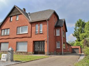 Rustig gelegen residentiële woning (hob) op 9A 76CA bestaande uit: gelijkvloers: ruime inkomhall, leefruimte met eet-en zithoek, keuken met ontbi