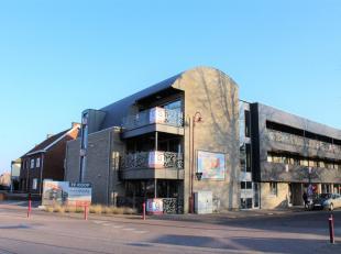 Prachtig en energiezuinig gelijkvloers nieuwbouwappartement binnen Residentie Eikelenberg. Het appartement bestaat uit: Privatieve inkomhall met vesti